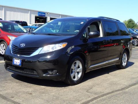 Pre-Owned 2013 Toyota Sienna LE FWD Mini-van, Passenger
